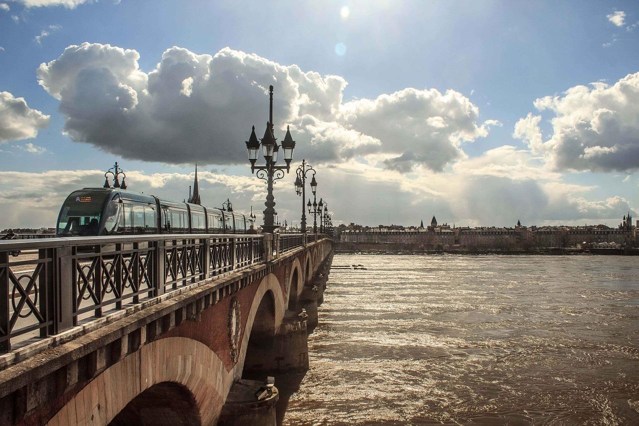 Faire un regroupement de crédits à Bordeaux